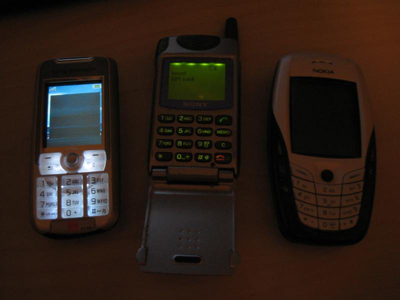 3 mobiles k700i, nokia 6600 and sony cmd-z5 : Non Car